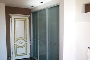 Шкафы в гардеробной -1