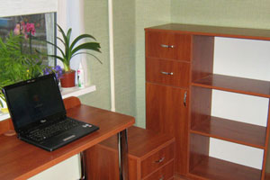 Угловой компьютерный стол -12