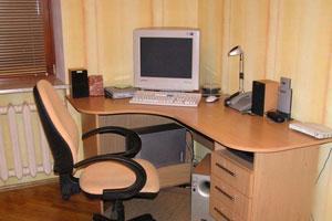 Угловой компьютерный стол -1
