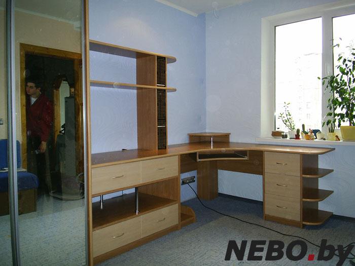 Угловой стол для школьника  и фото