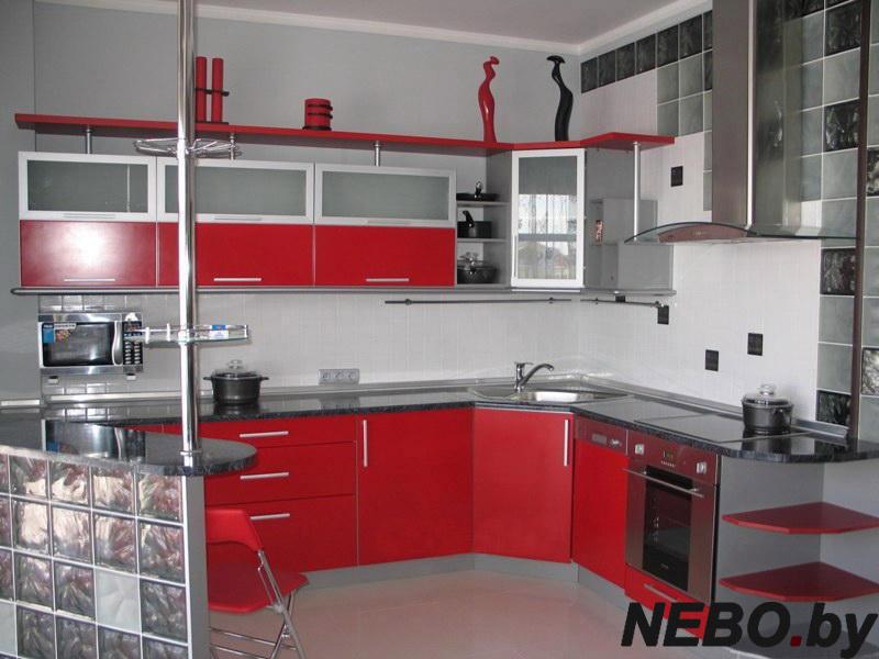 Энергичным активным хозяйкам наша компания предлагает изготовить на заказ красные кухни в Москве