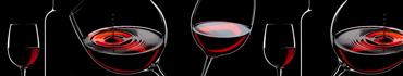 Скинали - Бокалы красного вина на черном