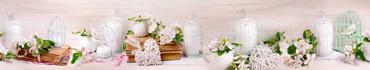 Скинали - Нежный светлый натюрморт с цветущими веточками, книгами и декорациями