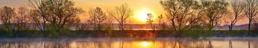 Скинали - Тихий рассвета над рекой с туманом