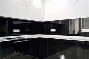 Фартуки для кухни из стекла: фото - 582