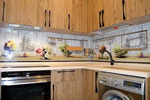 Фартуки для кухни из стекла: фото - 584