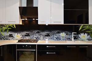 Фартуки для кухни из стекла: фото - 588