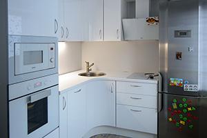 Фартуки для кухни из стекла: фото - 573