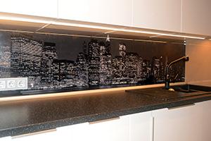 Фартуки для кухни из стекла: фото - 576