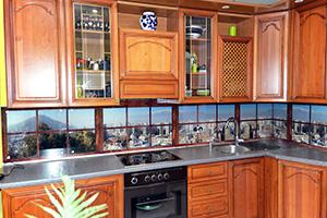Фартуки для кухни из стекла: фото - 352