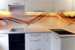 Фартуки для кухни из стекла: фото - 367