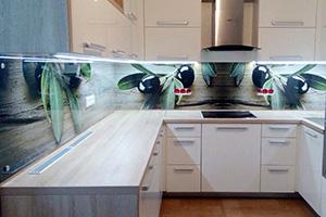 Фартуки для кухни из стекла: фото - 368
