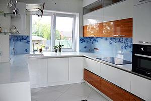 Фартуки для кухни из стекла: фото - 373