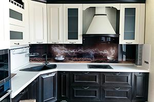 Фартуки для кухни из стекла: фото - 375