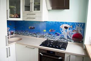 Фартуки для кухни из стекла: фото - 376