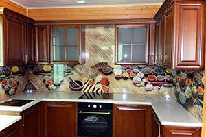 Фартуки для кухни из стекла: фото - 380