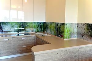 Фартуки для кухни из стекла: фото - 381