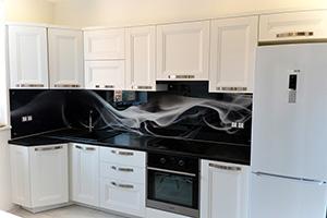 Фартуки для кухни из стекла: фото - 382