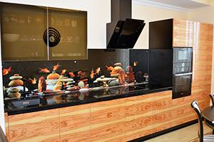 Фартуки для кухни из стекла: фото - 383