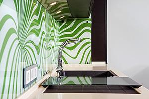 Фартуки для кухни из стекла: фото - 387