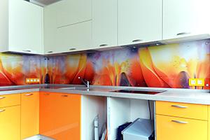 Фартуки для кухни из стекла: фото - 355