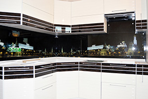 Фартуки для кухни из стекла: фото - 359